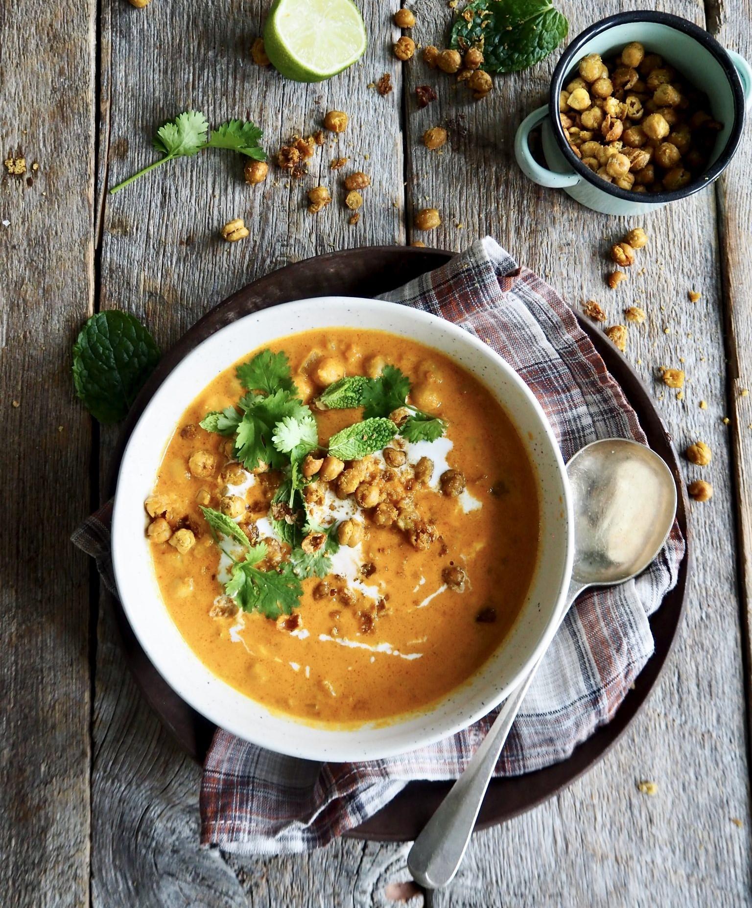 Kikertsuppe med spinat, karri og omega-3